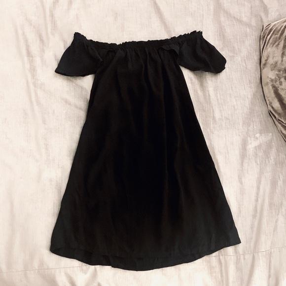 Reformation Dresses & Skirts - Reformation Black Off-the-shoulder Dress